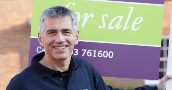 Estate agency board erector using the SignMaster3 board management App