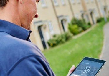 Estate agency board erector using the SignMaster3 board management App